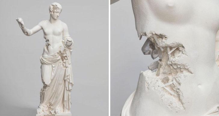 Réplicas corroídas de esculturas famosas