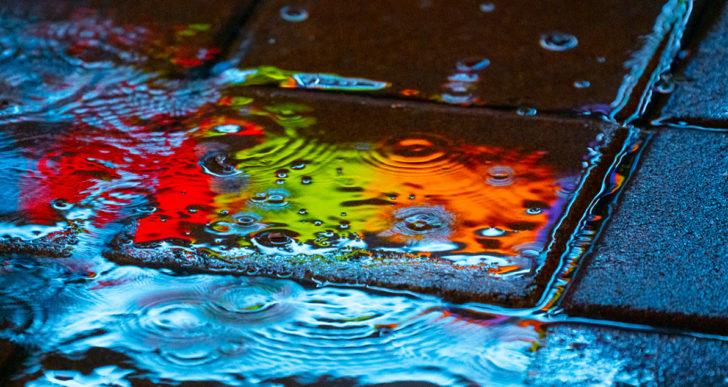 Las fotos coloridas de charcos de Slava Semeniuta