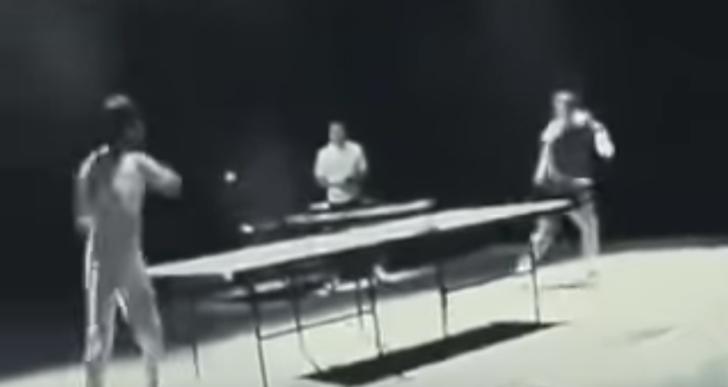 No has visto nada antes de ver a Bruce Lee jugar ping-pong con chacos