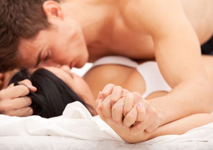 Por qué sientes atracción por una pareja dominante en la cama
