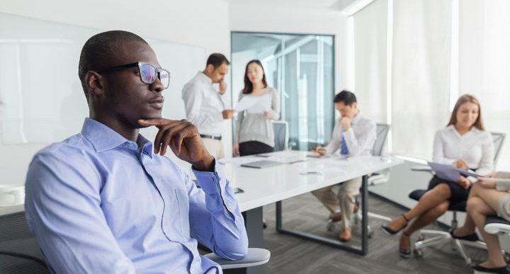 Cómo sobrevivir en el trabajo cuando eres introvertido