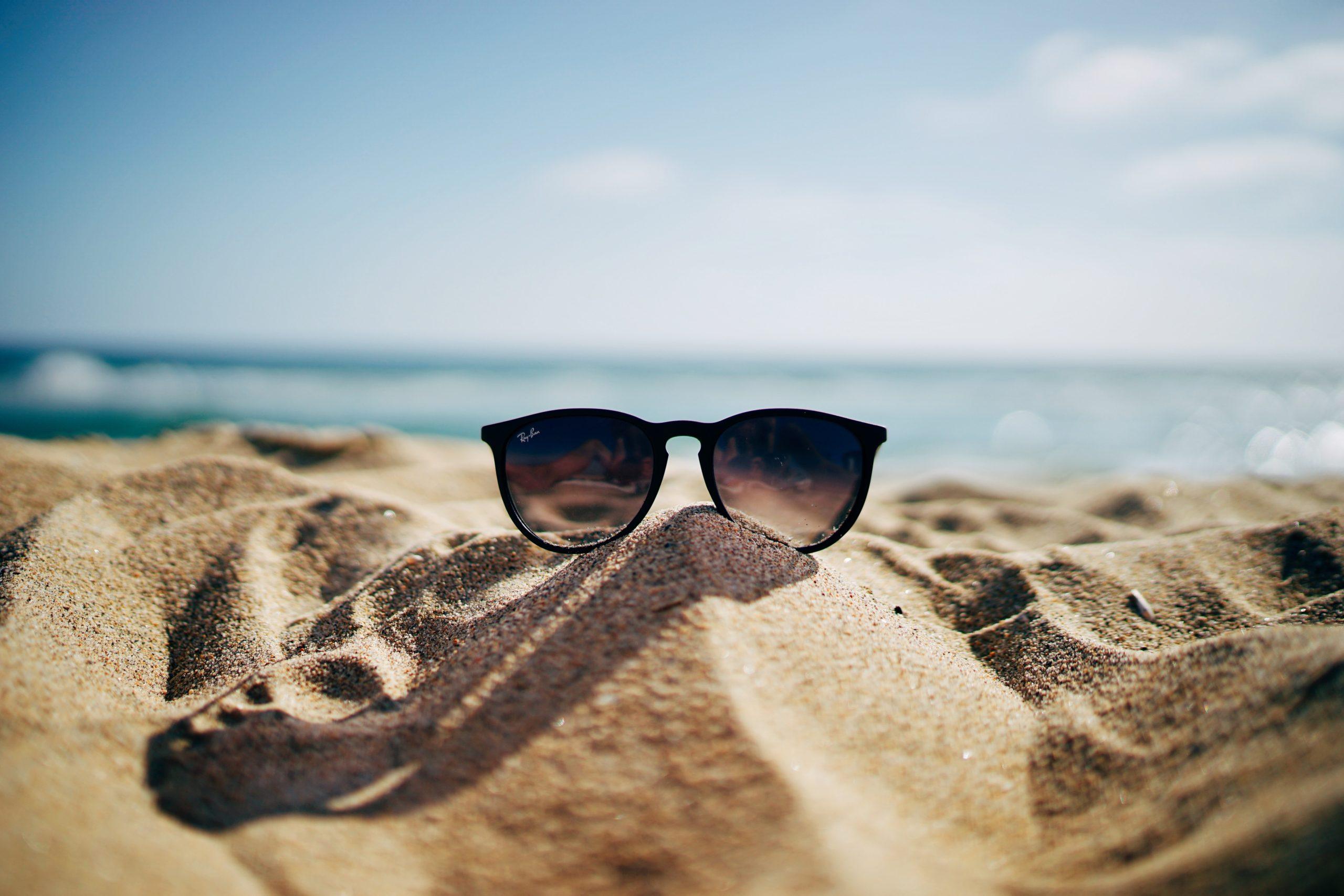 ¿Vas a la playa? Te contamos qué productos para la piel no pueden faltar en tu maleta