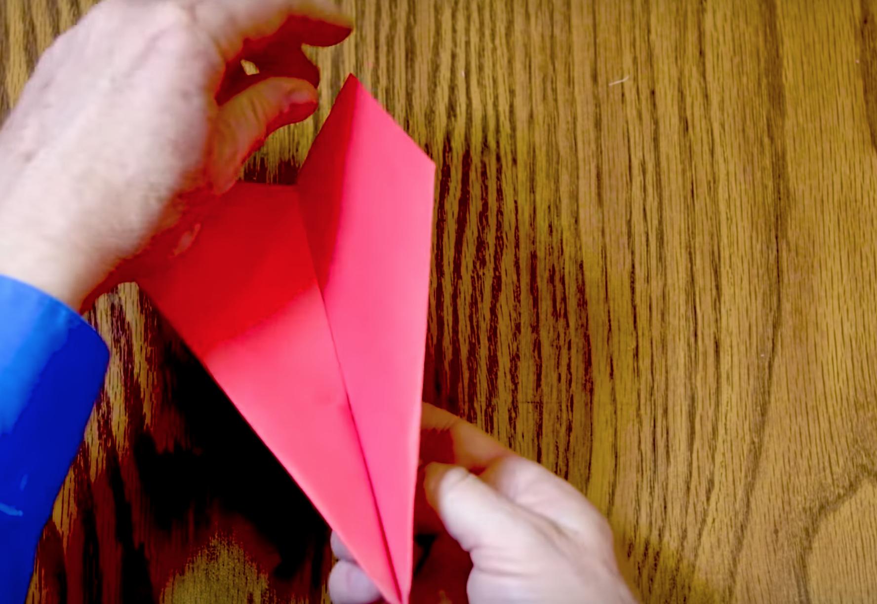 Cómo hacer un avión de papel que rompe récords