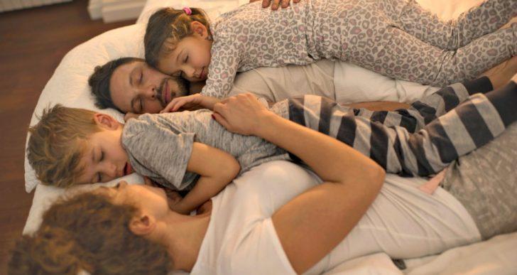Cómo sobrevivir haciendo que duerman temprano tus hijos
