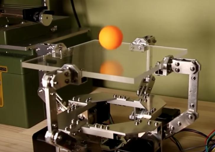 Esta máquina puede dominar una pelota mejor que nadie