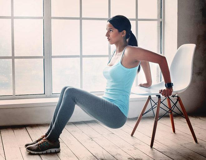 5 ejercicios en casa que sólo requieren una silla