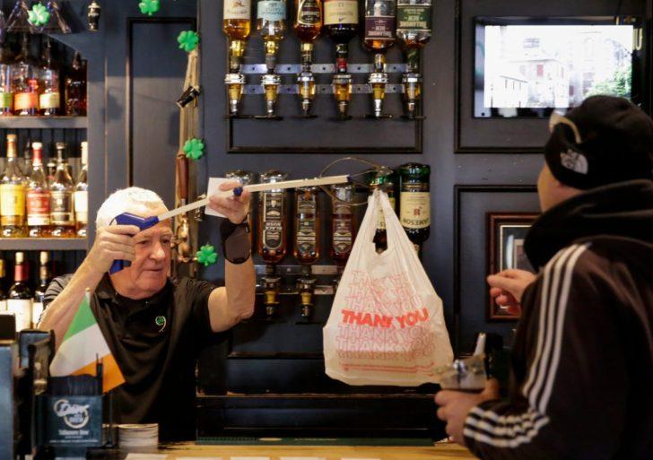 ¿Qué deberías de esperar ya que empiecen a abrir los bares otra vez?