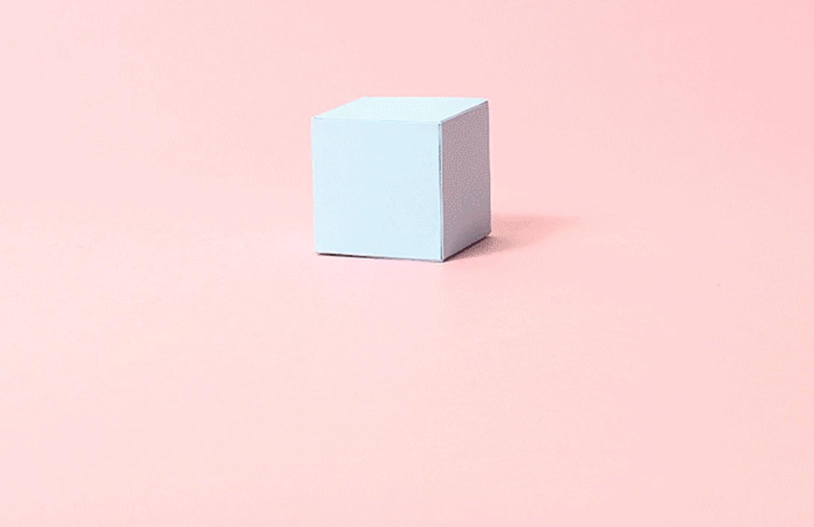 Este corto trata de un pequeño cubo de papel lleno de emociones y sentimientos