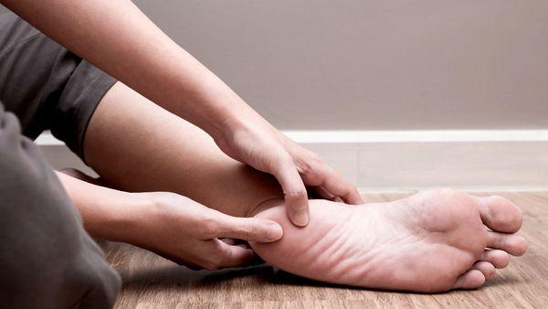 Algunas razones por las cuales te están doliendo los pies últimamente