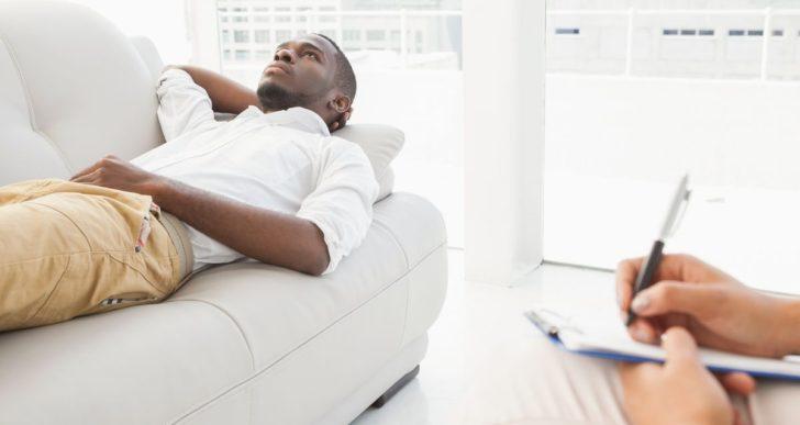 10 malos pretextos que usan los hombres para no ir a terapia