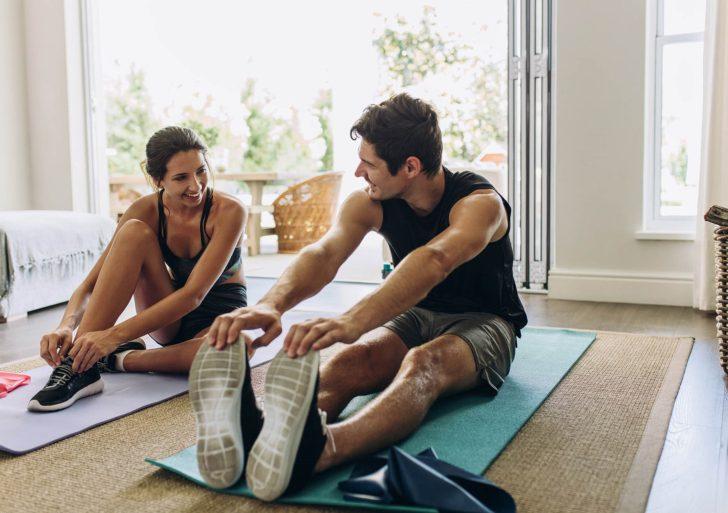 Cinco ideas para mantenerte activo en casa