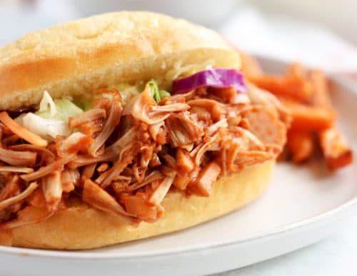 Se te va a antojar esta hamburguesa de «pulled pork» vegana
