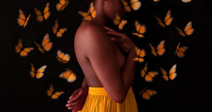 Autorretratos por Fares Micue cubierta por flores y mariposas