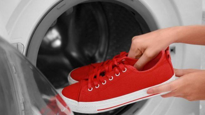 Cómo limpiar y secar tus tenis sin matarlos en el proceso
