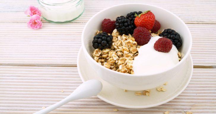Varias razones por las que deberías de incluir el yogurt griego a tu dieta