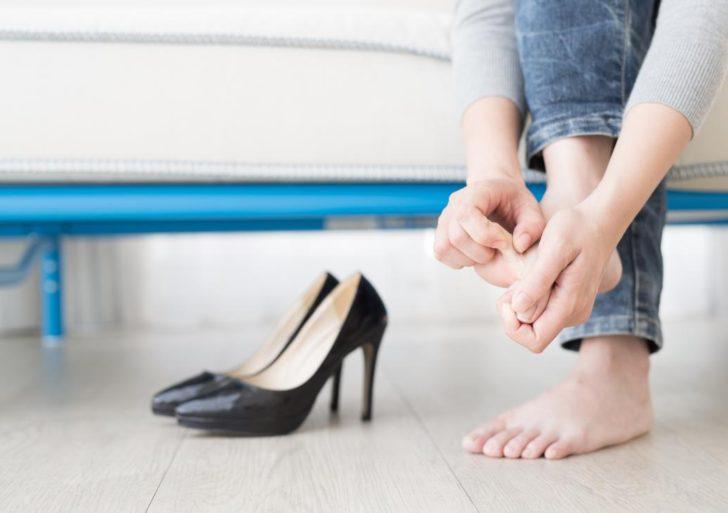 Te explicamos por qué tus pies se han estado descarapelando
