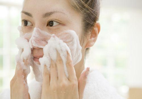Lavarte la cara por 1 min es la regla que no sabías que cambiará tu vida