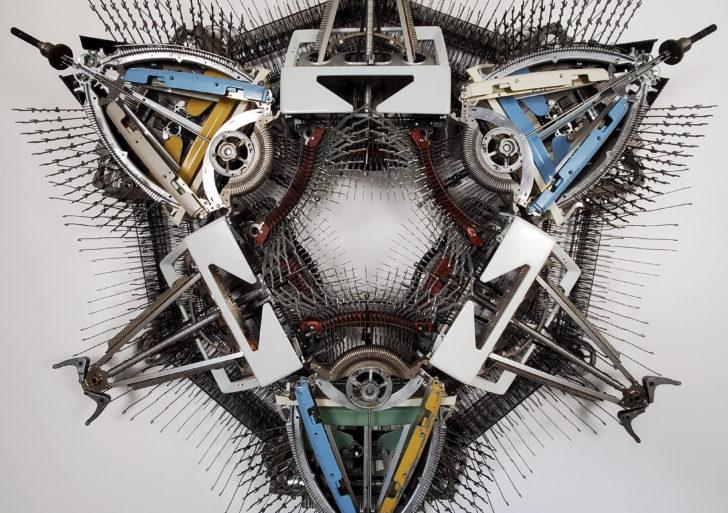 Estas esculturas unen lo orgánico con lo mecánico
