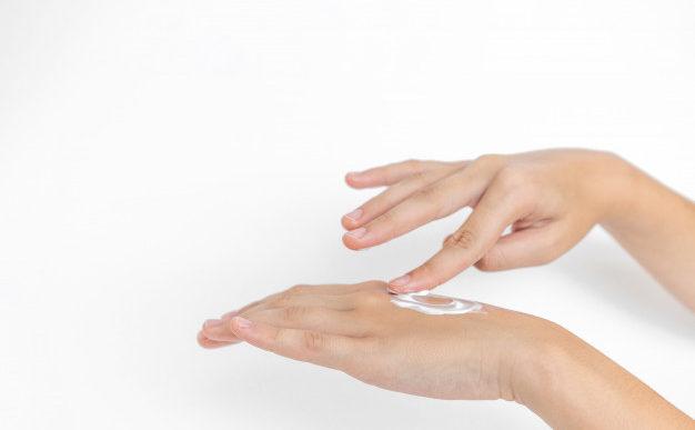Cómo tener manos suaves y limpias durante estas épocas
