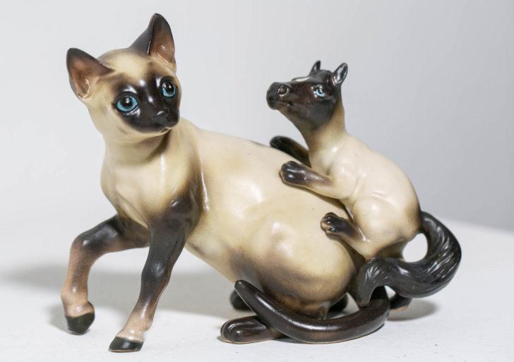 Debra Broz combina de manera chistosa esculturas de animales