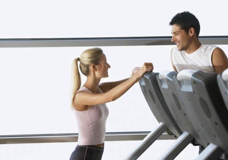 Los beneficios de ser una mujer que da el primer paso con hombres