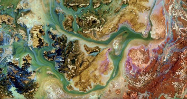 Hipnotizante corto que imita el flujo del agua alrededor del mundo