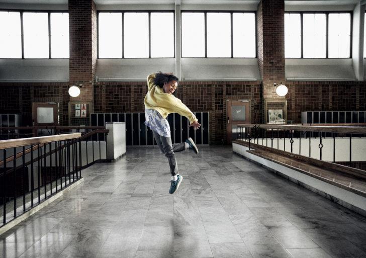 Mira cómo esta niña toma 10,000 pasos en 3 minutos bailando