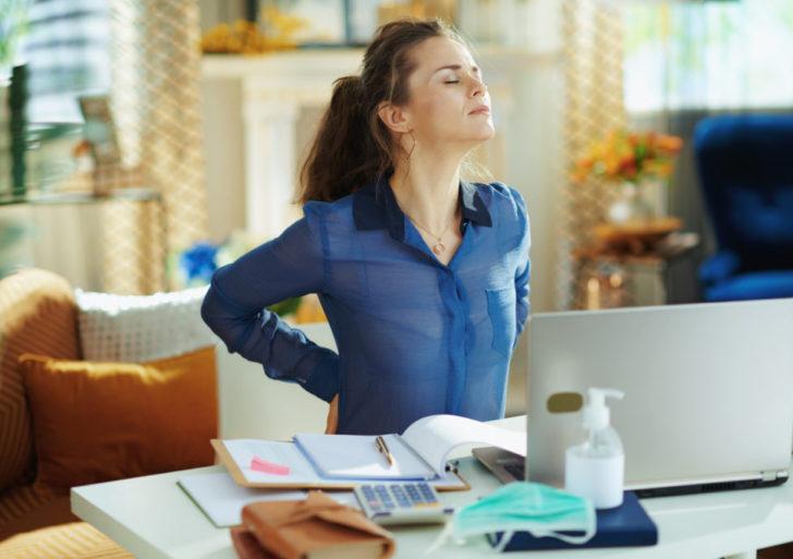 Como evitar dolores de espalda durante el encierro