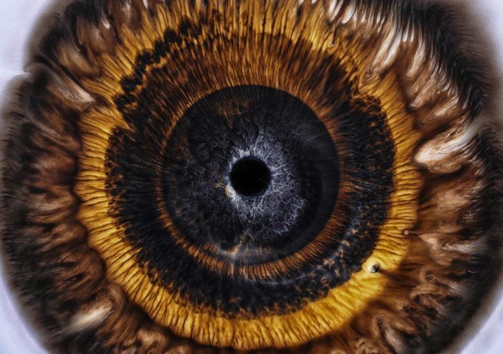 Fascinante video usa líquidos coloridos para imitar ojos