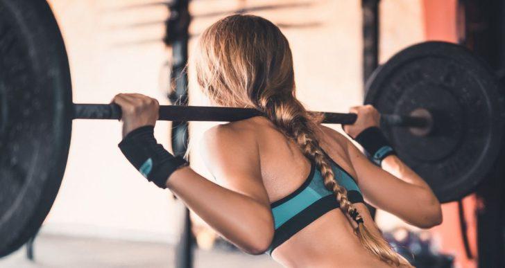 ¿Siempre deberías de mantener recta la espalda cuando cargas algo pesado?