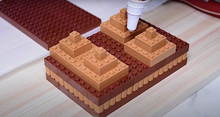 Mira cómo se hace un pastel de lego