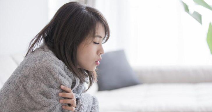 Estas son algunas razones por las que sientes frío cuando no hace frío