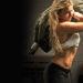 Usa un costal de arena de ejercicio en lo que abren los gyms
