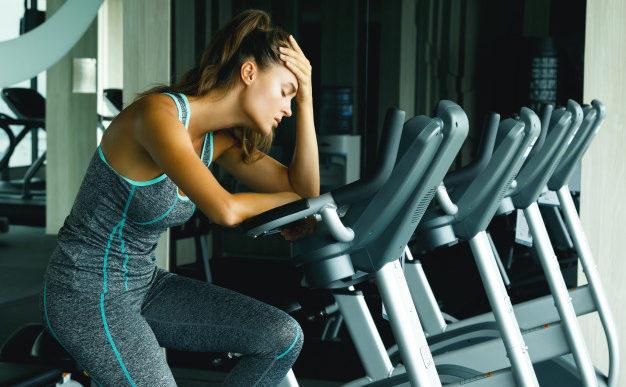 9 señales de que tienes que descansar más entre sesiones de ejercicio