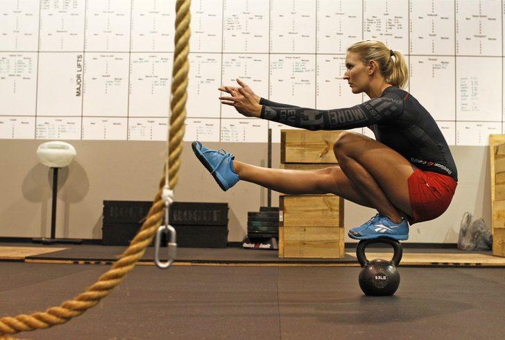 Aprende a dominar el pistol squat para piernas super fuertes