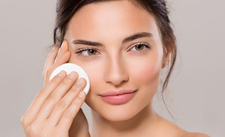 Los beneficios del maquillaje que también cuida tu piel
