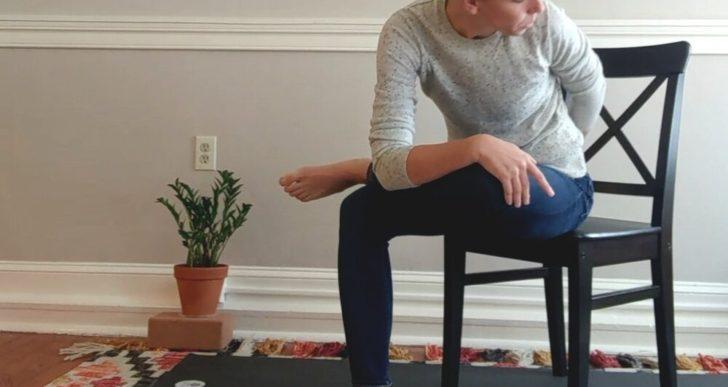 3 estiramientos que puedes hacer sin levantarte de tu asiento