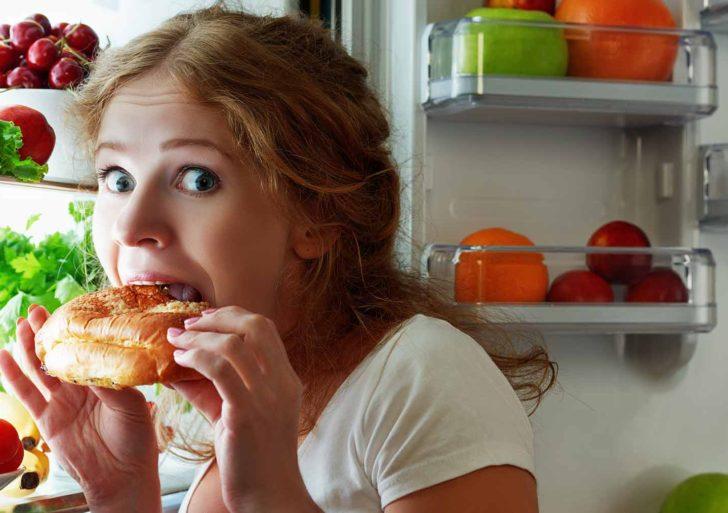¿Es normal despertar con mucha hambre?