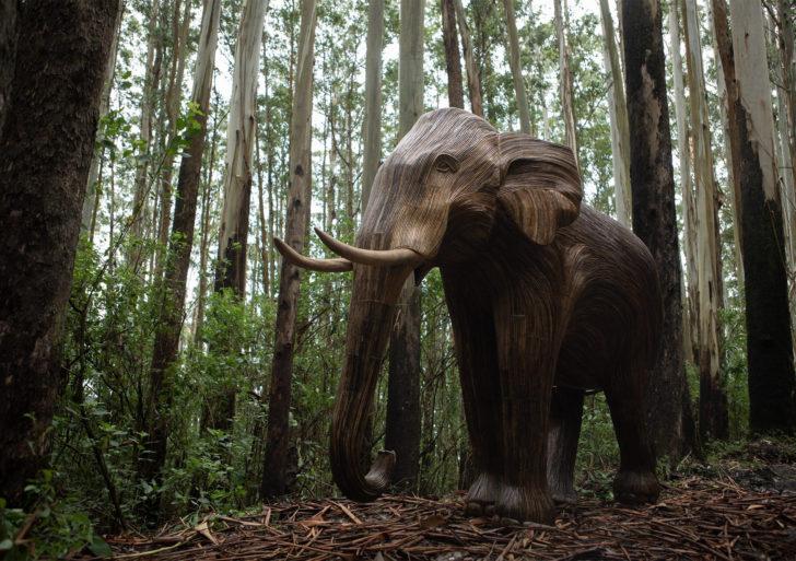 Ponen manadas de elefantes de madera en los parques de Londres