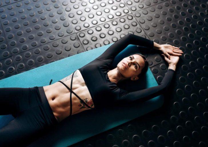 Cómo conseguir un abdomen marcado sin hacer un solo abdominal