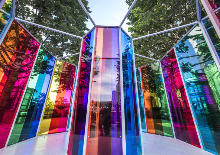 Instalaciones de luces prismáticos por Liz West