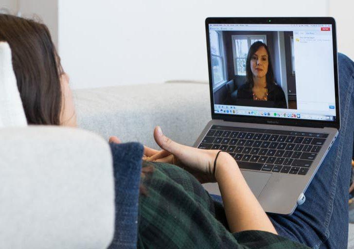 ¿Qué te conviene mejor, terapia en línea o presencial?