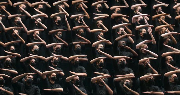 Hipnotizante video de una danza con los brazos