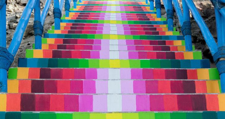 Xomatok convierte las escaleras en este barrio en arte colorido